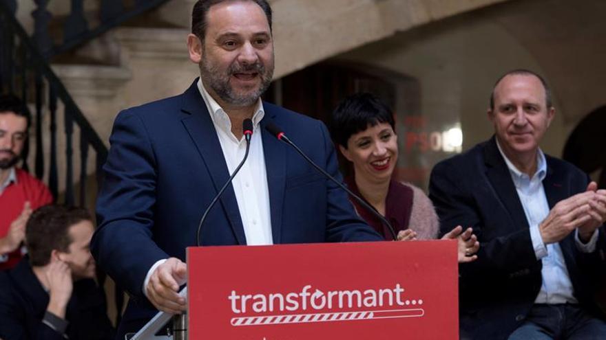 """Ábalos: PP y Cs trabajan en un pacto que incluirá """"las barbaridades"""" de Vox"""
