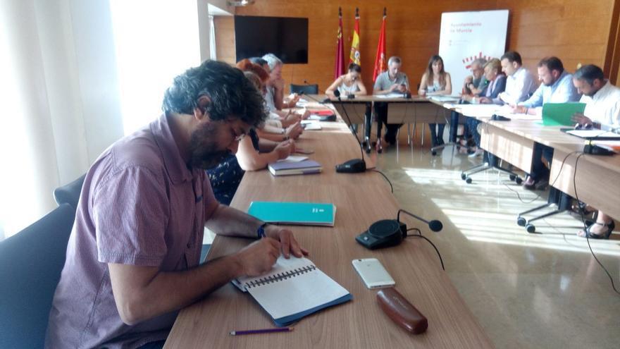 El edil Miguel Ángel Alzamora en la La Comisión de Partipación Ciudadana junto con el concejal de Deportes, Felipe Coello