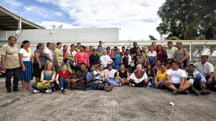 La Caravana de Madres se despide en el Puerto Fronterizo El Ceibo, antes de ingresar a Guatemala.