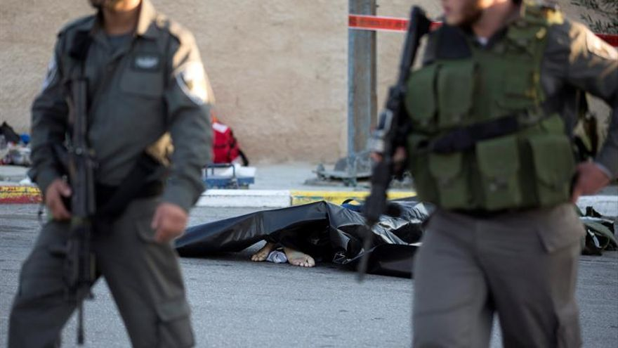 Un palestino muerto por disparos israelíes tras lanzar piedras a coches