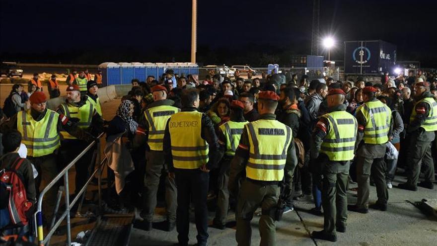 Austria recibió a cientos de refugiados procedentes de Hungría esta madrugada