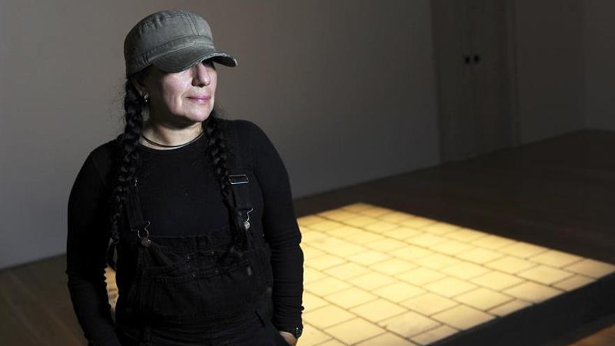La mexicana Margolles expone en Bogotá su trabajo sobre migración venezolana