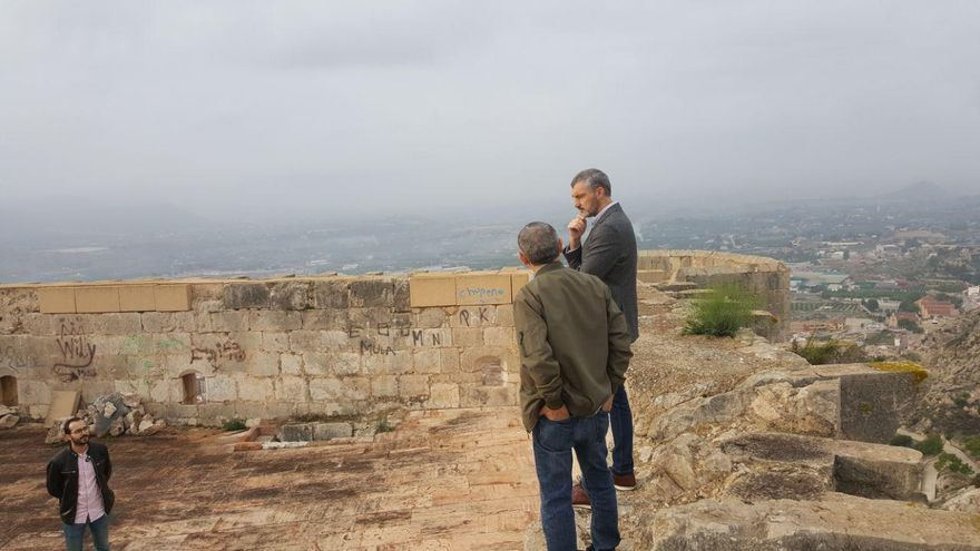 Óscar Urralburu en el castillo de Mula
