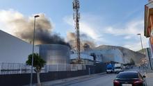 Extinguido un incendio en la fábrica de Dulcesol en Villalonga