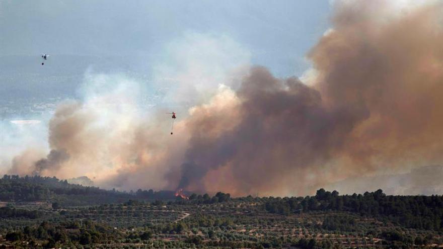 El incendio de Ribera d'Ebre sigue activo en pleno pico de calor tras quemar 6.500 hectáreas