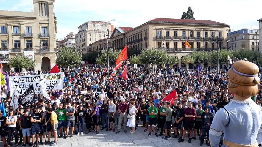 Miles de personas se manifiestan en Pamplona en apoyo al 'Gaztetxe Maravillas'