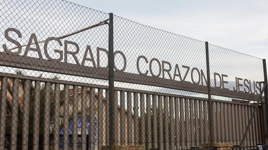 Entrada del colegio Sagrado Corazón de Jesús de Zaragoza.