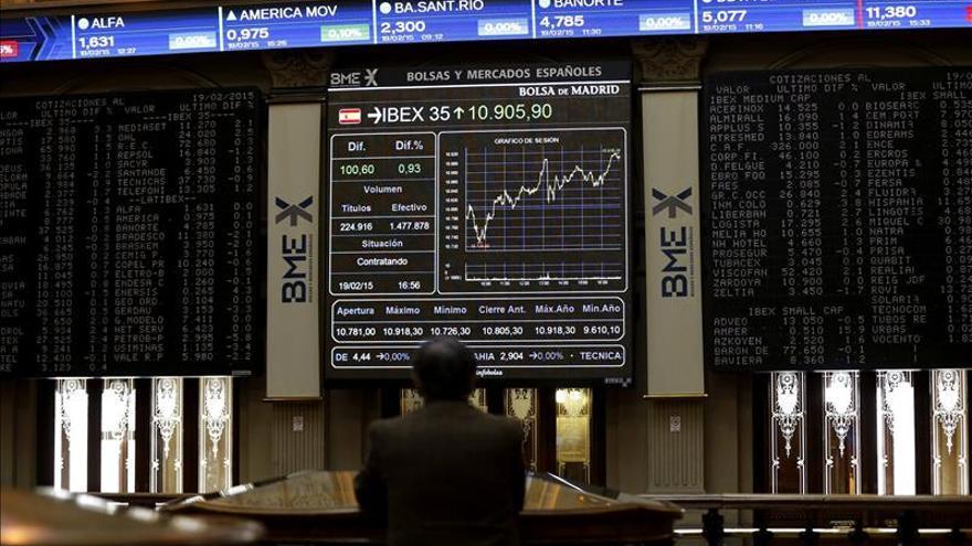 El IBEX sigue por encima de 11.000 puntos, pendiente de las reformas griegas