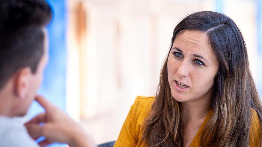 La portavoz adjunta de Unidos Podemos, Ione Belarra, durante la entrevista.