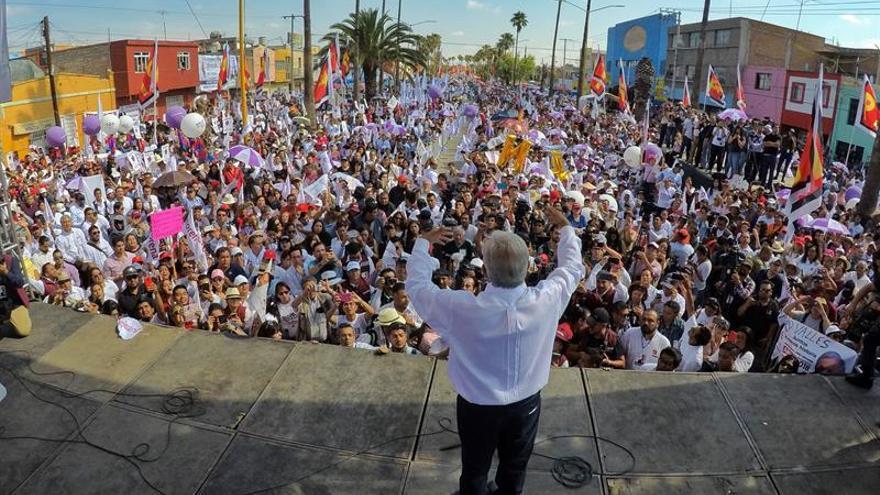 López Obrador alcanza 37,7 % de intención de voto a una semana del 1 de julio