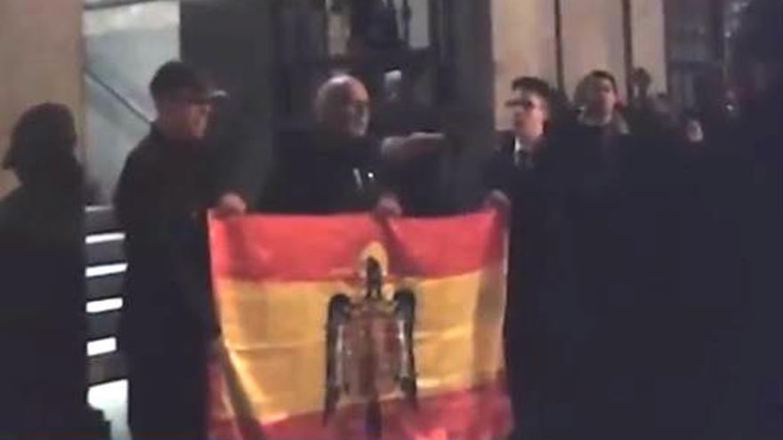 Ultraderechistas entonan el Cara al Sol en Madrid
