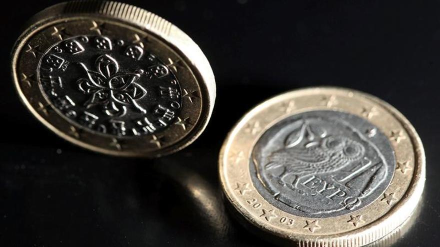 El euro baja hasta los 1,1064 dólares en Fráncfort