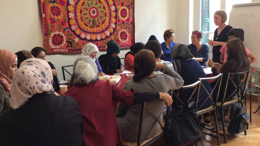 Mujeres refugiadas reciben clases en la red Melissa. Imagen cedida