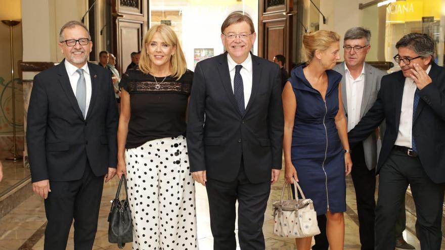Jeanette Segarra junto a Ximo Puig en su toma de posesión como directora general