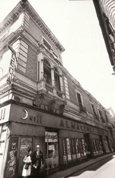 Palacio de Monistrol en los años 60 | Foto de http://antiguoscafesdemadrid.blogspot.com.es/2011/11/el-cafe-de-la-luna-y-el-teatrillo-de.html