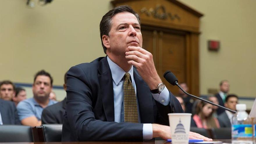 El director del FBI asegura que los rusos también piratearon a los republicanos