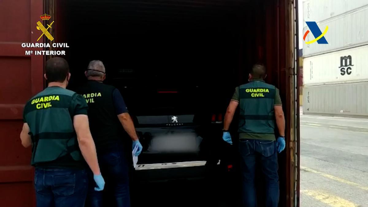 Agentes de la Guardia Civil interceptan doce coches robados en el Puerto de La Luz con destino a África