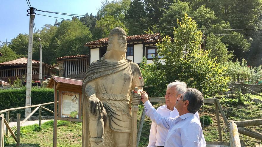 Visita a la estatua del rey Pelayo en Cosgaya.
