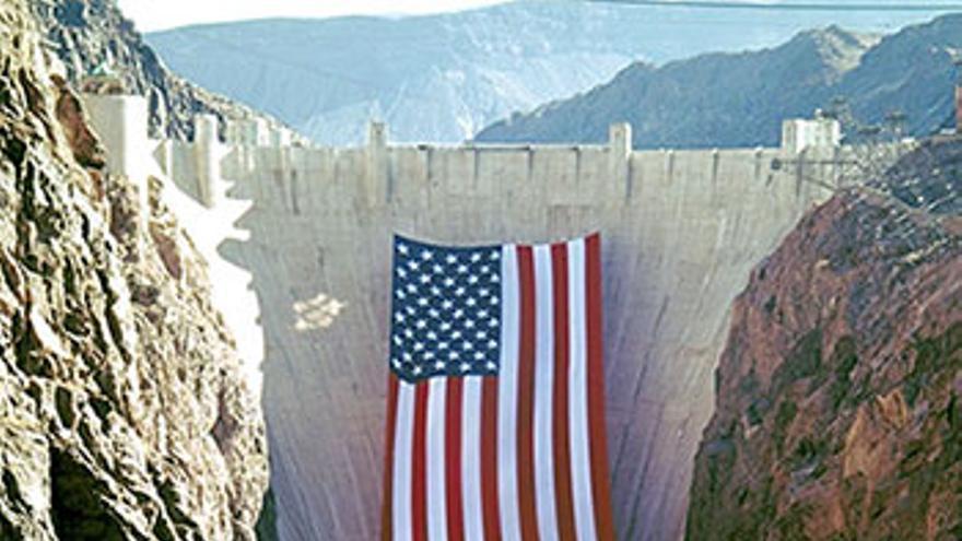 Hoover Dam sobre el río Colorado.