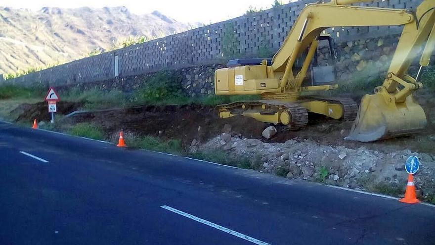 En la imagen, tramo de La Punta de Argual  donde ha comenzado la primera fase de los trabajos para la creación de un tercer carril de circulación en la carretera LP-1.