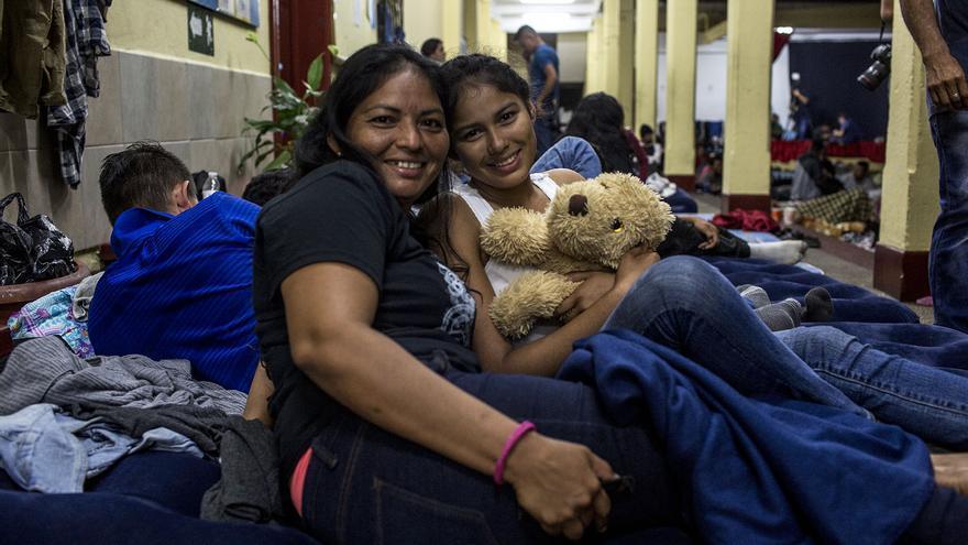 Lidia Orellana, 34, junto con su hija Anyi Nicol, de 15 años.