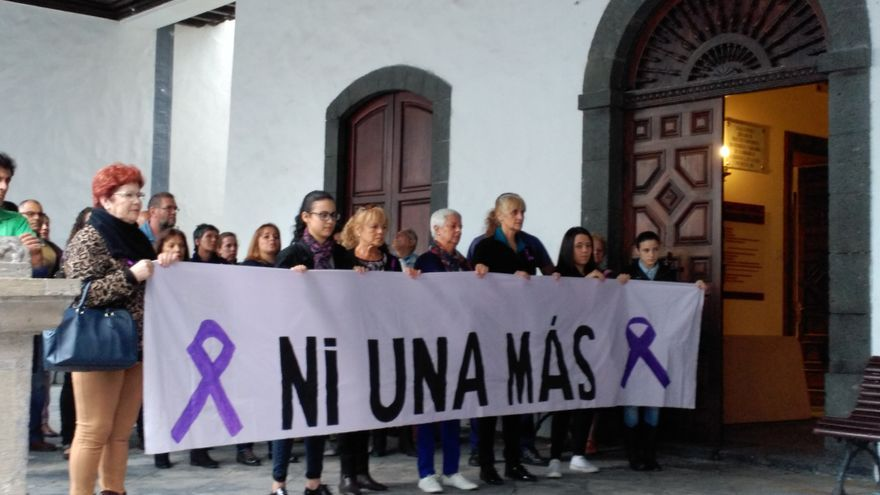 En la imagen, concentración en memoria de Laura González.