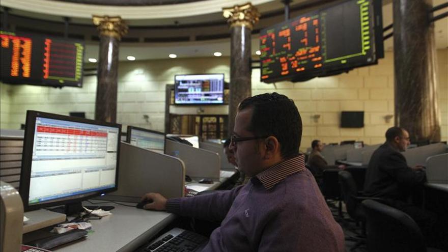 Baja la Bolsa egipcia en el inicio de su primera sesión tras los disturbios