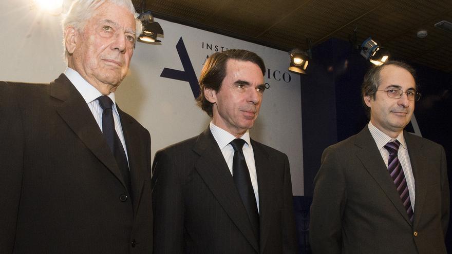Vargas Llosa, Aznar y el rector Suárez en la presentación del máster. Foto: web J. M. Aznar
