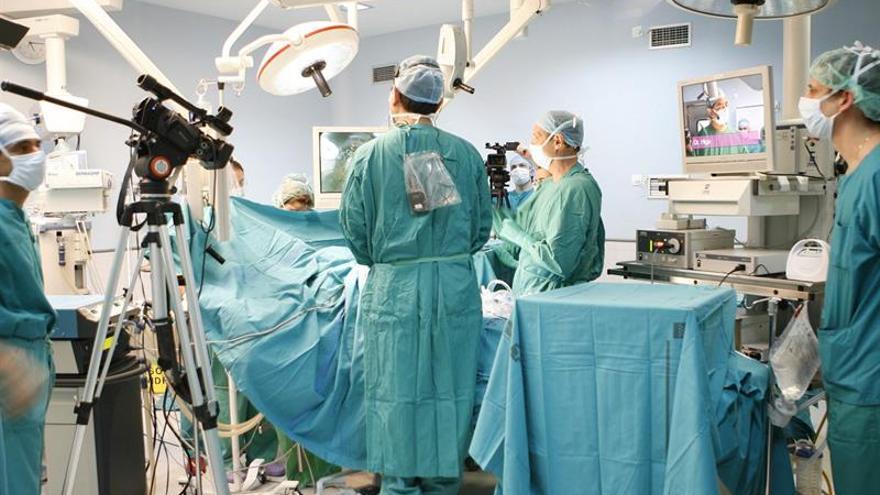 Los pacientes no deben ser depilados antes de someterse a una cirugía, según la OMS