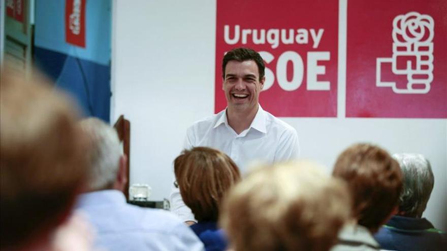 Pedro Sánchez se reúne con los socialistas españoles de Uruguay