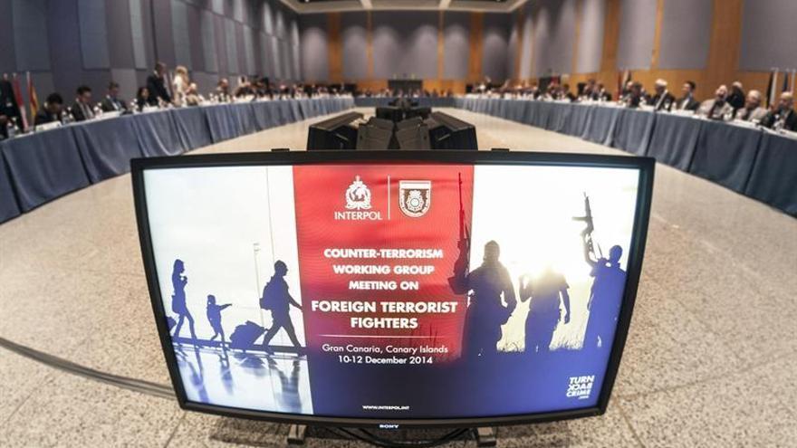 Vista general de la inauguración hoy de la reunión que celebran en Maspalomas (Gran Canaria) cuerpos de seguridad de 38 países para analizar el fenómeno de los combatientes terroristas extranjeros y sus redes de captación. EFE/Ángel Medina G.