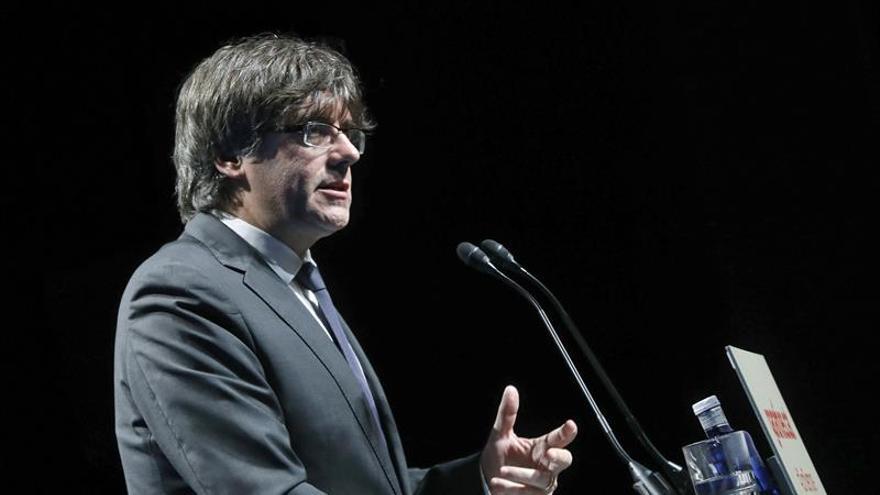 "Puigdemont avisa a 'comunes' de riesgo de estar ""al lado de Aznar y González"""