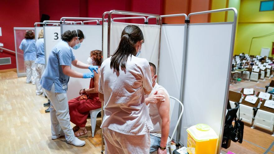 España suma 31.171 nuevos contagios y 27 muertes mientras la tasa de incidencia sube a 677 casos
