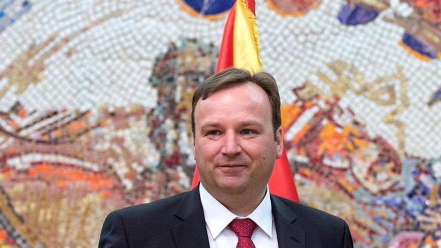 Dimiten dos ministros macedonios antes de la disolución del Parlamento