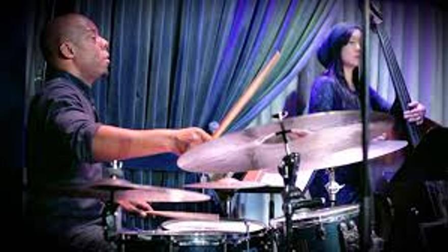 El baterista neoyorquino E.J. Strickland