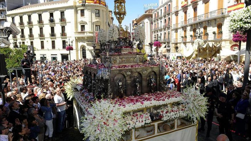 Adornos de récord y la impronta del Papa Francisco marcan el Corpus de Toledo