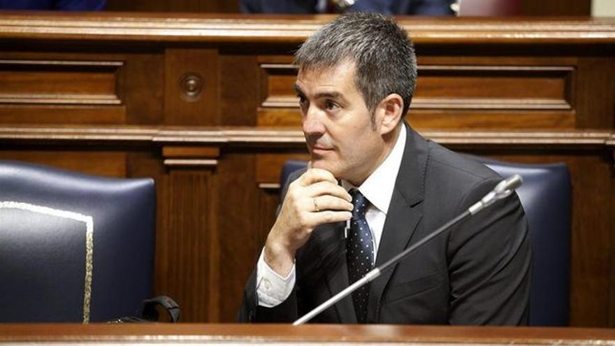 Fernando Clavijo, presidente del Gobierno de Canarias, en el Parlamento regional