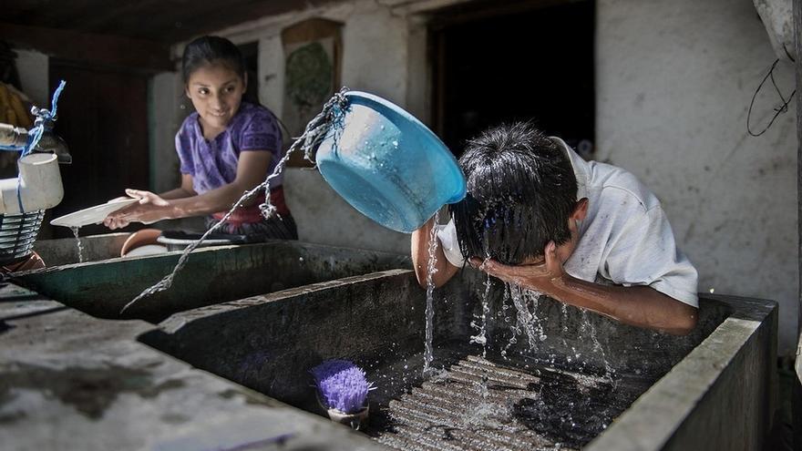 España lleva agua potable y baños dignos a 3 millones de personas en América Latina y el Caribe