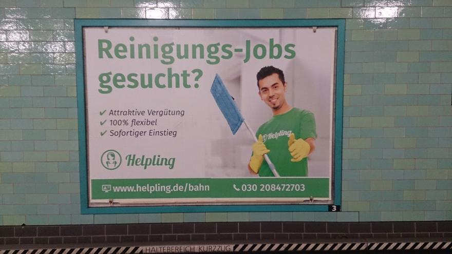 Anuncio en la estación de metro de Alexanderplatz en Berlín en el que se busca personal de limpieza: el modelo rasgos mediterráneos, no teutones. / Àngel Ferrero