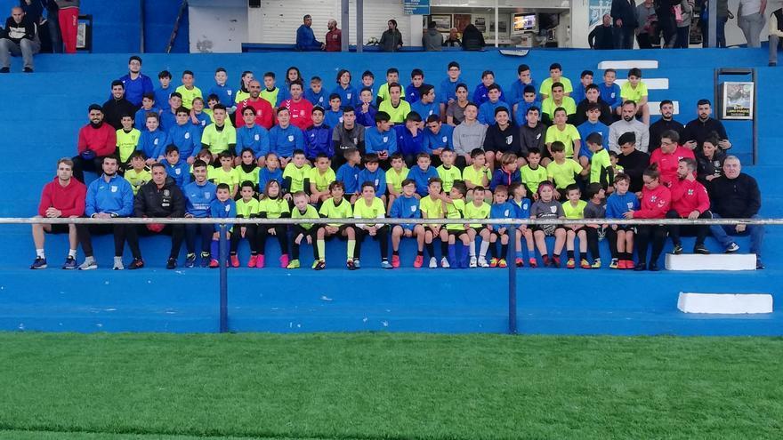 Técnicos y jugadores que tomaron parte en la actividad.