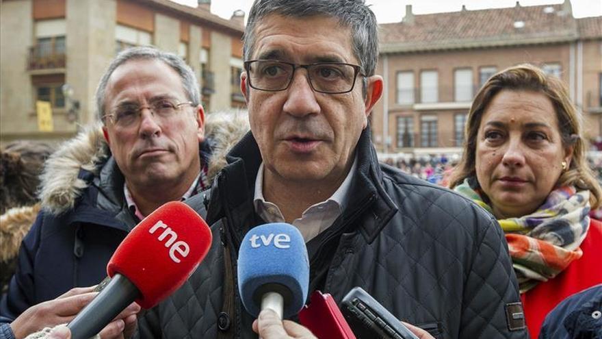Patxi López: Es normal que Rajoy sea un candidato ausente por lo que ha hecho