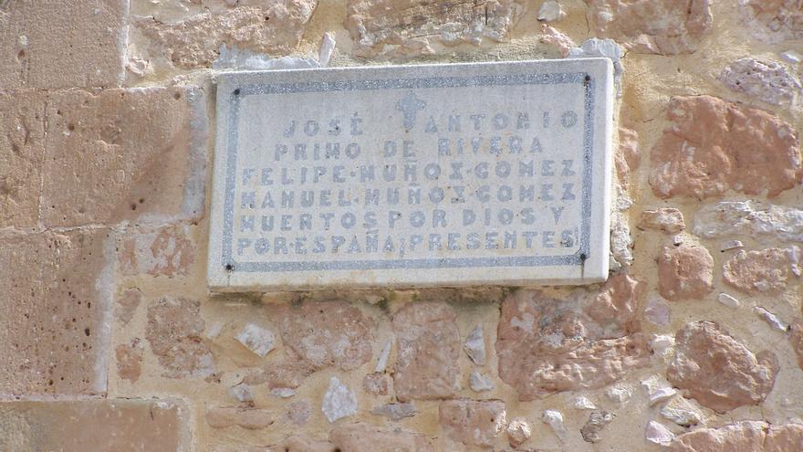 Placa de la Iglesia de Jadraque (Guadalajara). Foto: ARMH.
