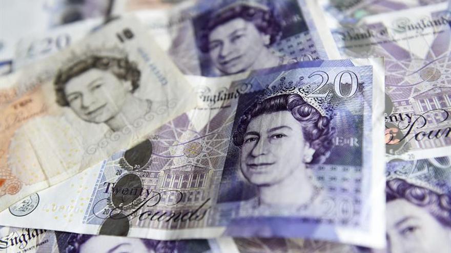 """La libra toca otro mínimo en tres décadas tras el """"brexit"""""""
