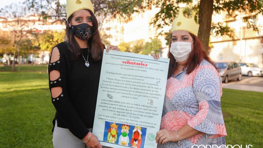 María Azpicueta y Carmen Merino, promotoras de la iniciativa para salvar la visita de los Reyes Magos | ÁLEX GALLEGOS
