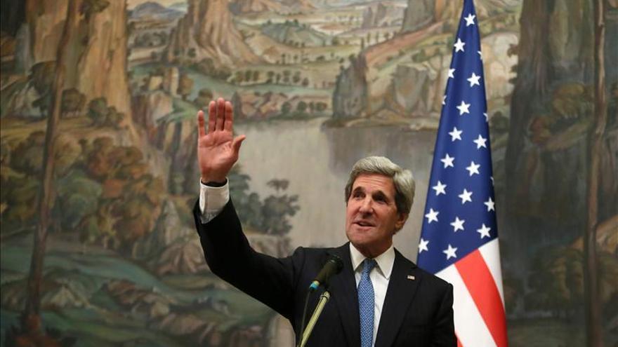 """Kerry destaca la labor """"vital"""" de la diplomacia y urge al Congreso a aumentar los recursos"""