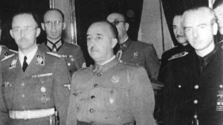 Piden despojar a Fraga y Serrano Súñer de las medallas de la Academia de Ciencias Morales y Políticas