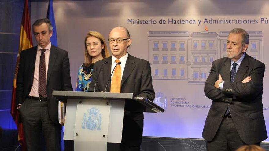 Cristóbal Montoro, en una imagen de archivo junto a los entonces secretarios de Estado Miguel Ferre, Marta Fernández Currás y Antonio Beteta.