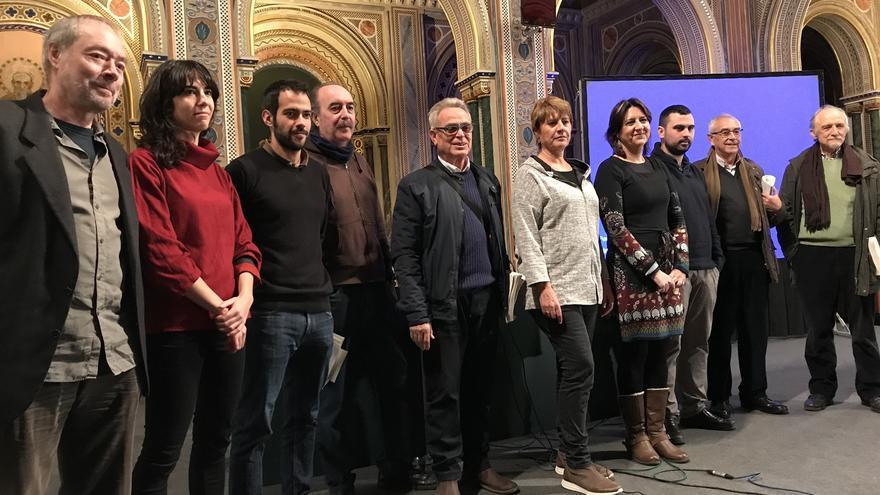 Miembros de la plataforma valenciana en el acto de presentación de la querella