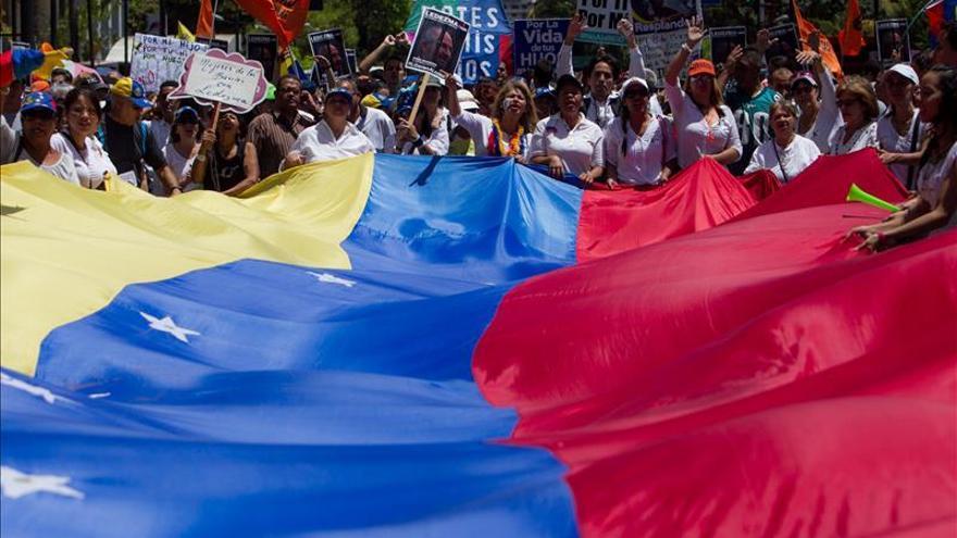 Opositores venezolanos multiplican sus críticas a Samper tras su visita