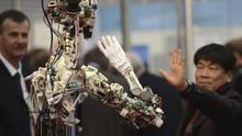 """Presentación del robot """"OSA"""" en la Feria de Hannover Messe, Alemania."""
